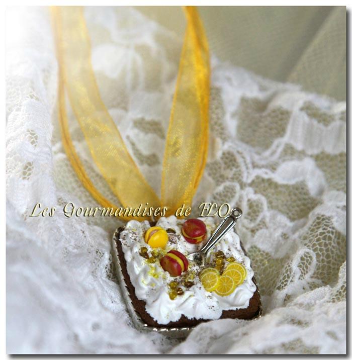 Collier macarons citron et chantilly