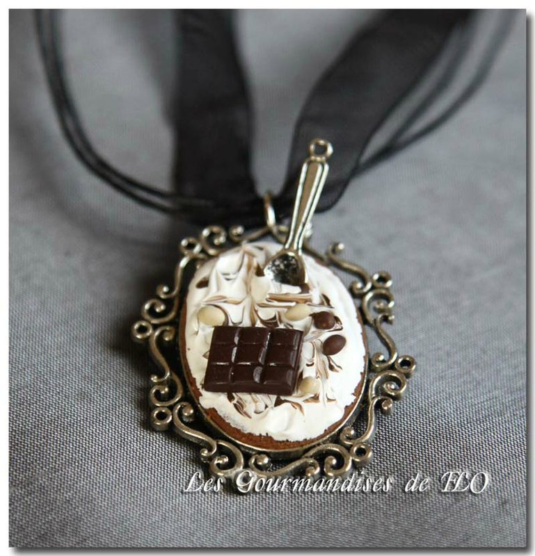 Collier chantilly chocolat