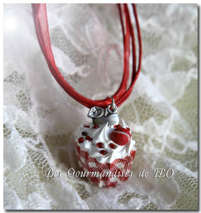 Collier cupcake chantilly pomme rouge