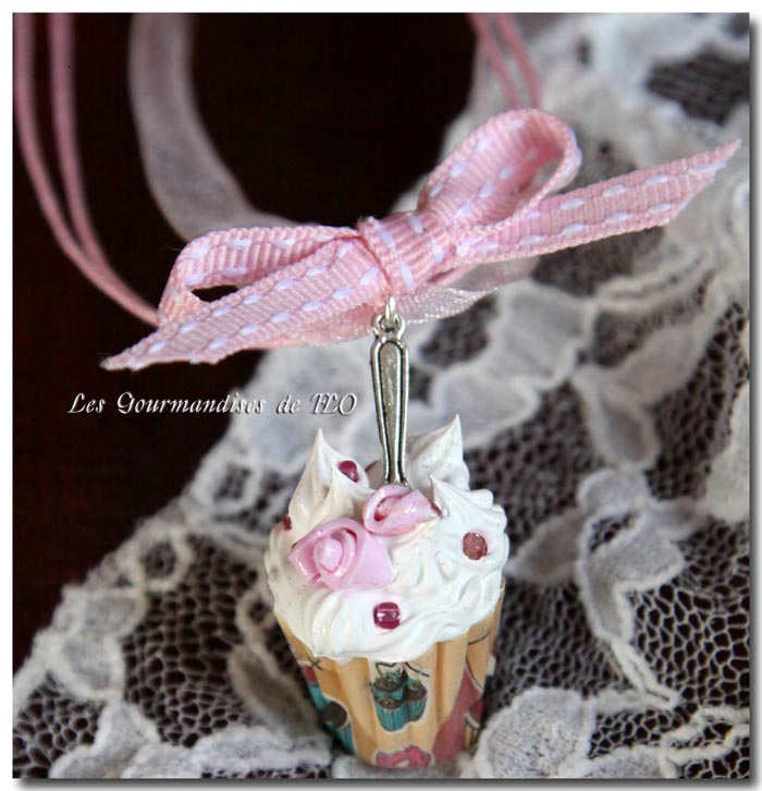 Collier cupcake girly à la rose
