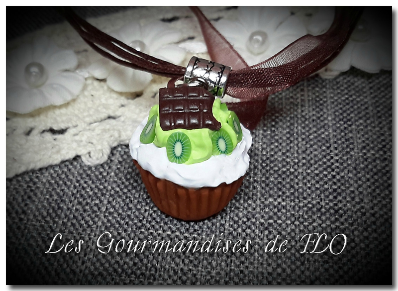 Collier cupcake choco-kiwi-chantilly