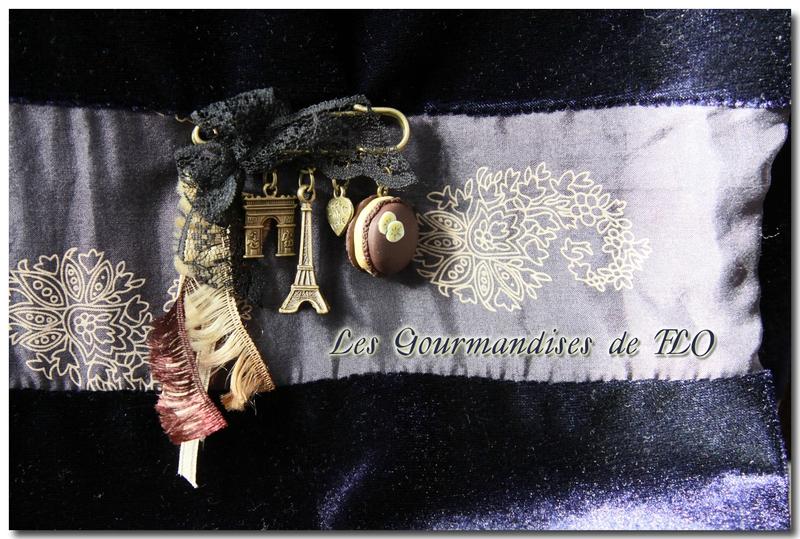 Broche ''Parisienne chocolat''