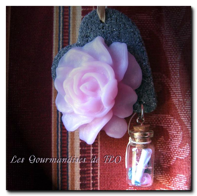 Collier rose messagère